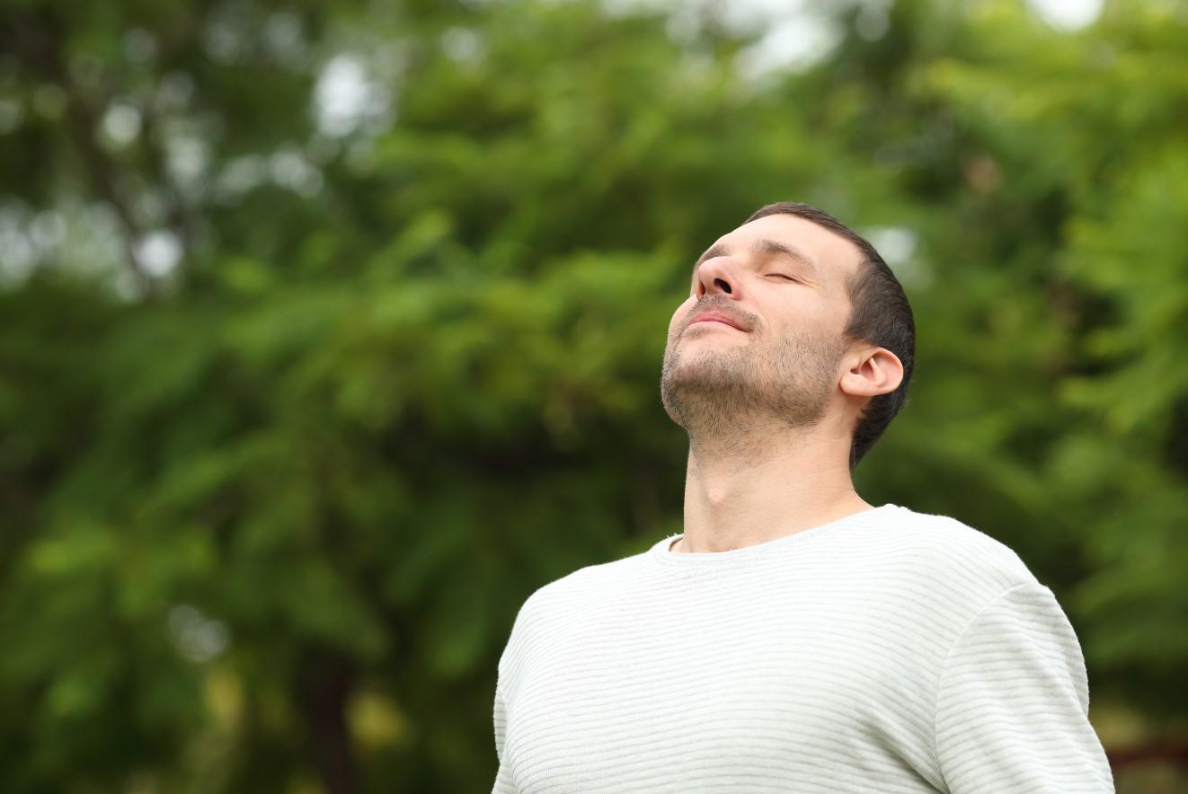 άντρας αναπνέει