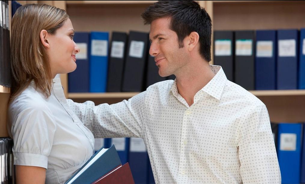 άντρας φλερτάρει γυναίκα κακές συμβουλές φλερτ