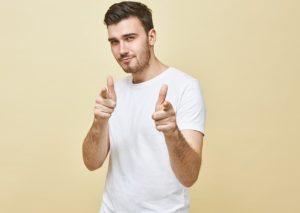 γλώσσα σώματος χαρισματικού άντρα