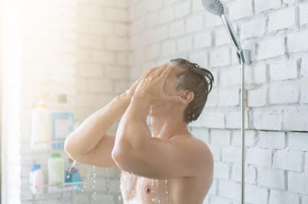 Κάνει ντουζ