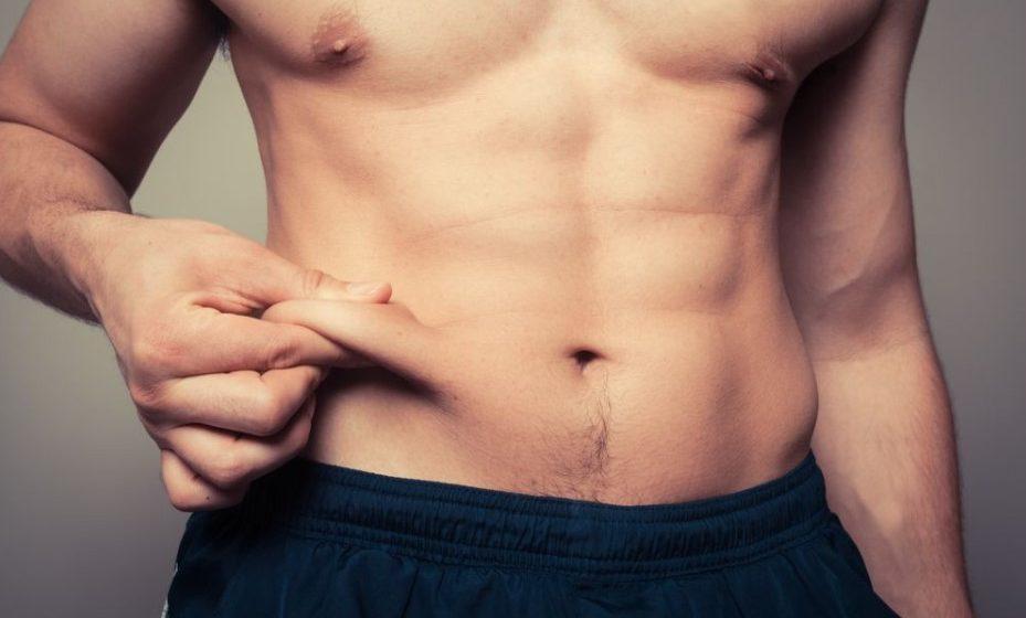 άντρας περιορίσεις περιορίσεις λίπος στην κοιλιά