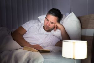 διαβασμα στο κρεβατι