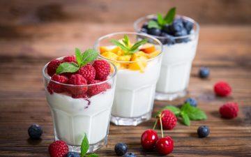γιαούρτι με φρούτα