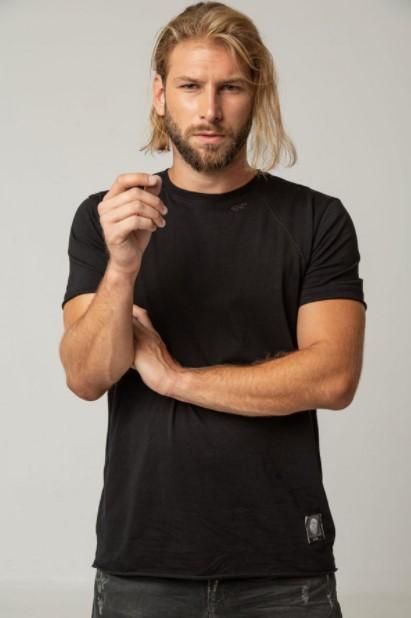 μαύρο απλό μπλουζάκι