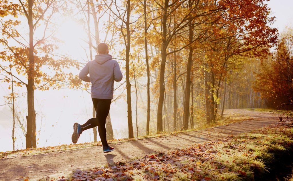 Τρέχει το πρωί: τρόπος για να ξυπνάς πιο εύκολα