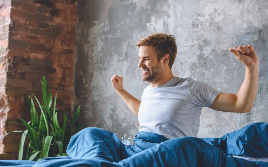 οφέλη πρωινής γυμναστικής: ξυπνάει εύκολα