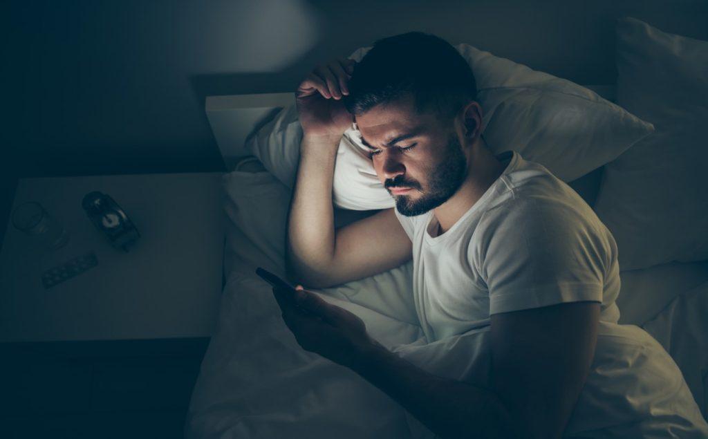 κινητό πριν κοιμηθεί, είναι μία αιτία που δεν θα κοιμηθείς γρήγορα