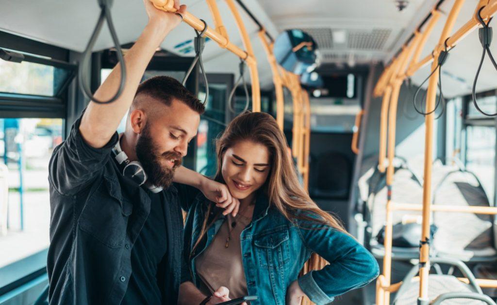 αγόρι κοπέλα λεωφορείο