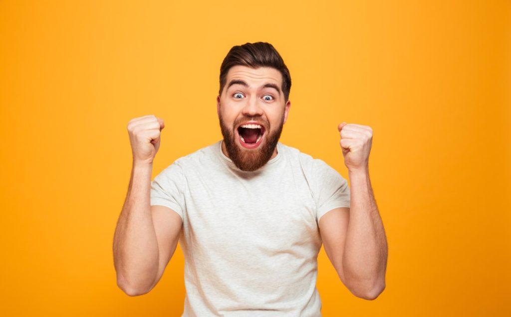 ενθουσιασμένος άνδρας
