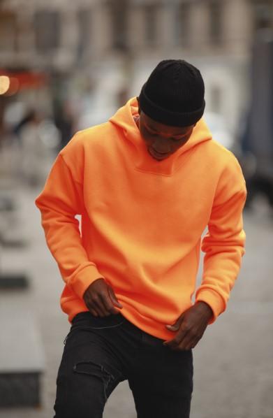 σκουρο δερμα πορτοκαλι μπλουζα