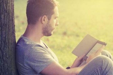 ανδρας διαβάζει
