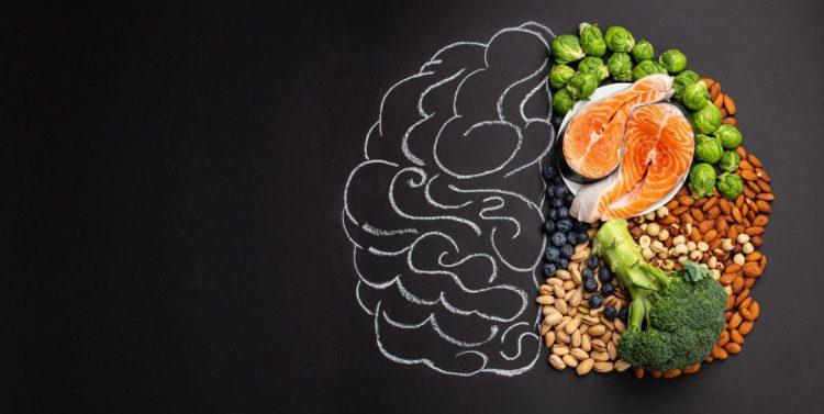 τροφές που βοηθούν τον εγκέφαλο