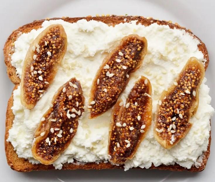 πρωινό με ψωμί