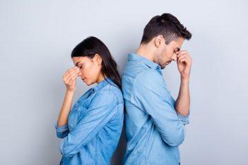ζευγάρι πλάτη πλάτη σεβασμός στη σχέση