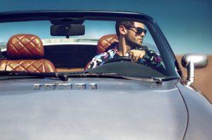 άντρας οδηγεί καλό αμάξι ανδρικές ανασφάλειες
