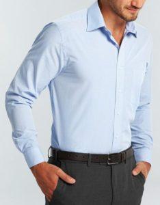 γαλάζιο πουκάμισο στιλιστικά ατοπήματα