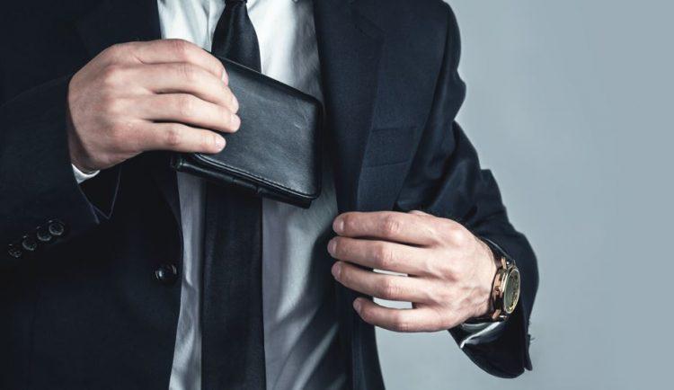 επώνυμα ανδρικά πορτοφόλια